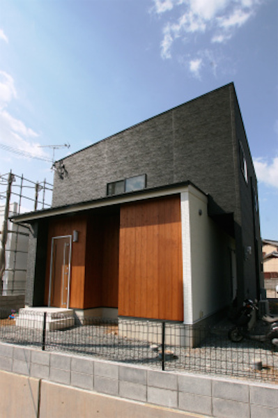 シンプルブラックの家